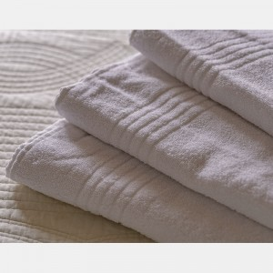 Toalla blanca baño 100% algodón, 450gr/m2 (Greca)
